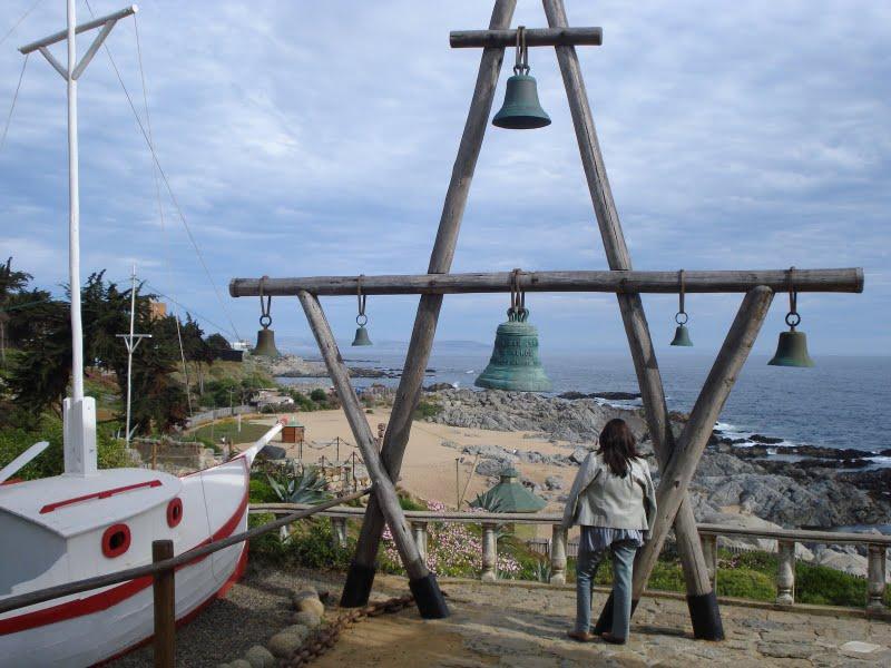 Campanario frente al mar en Isla Negra.