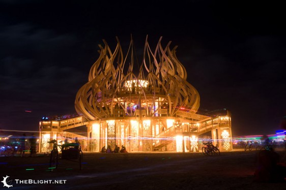 Instalación arquitectónica. 2009.  http://www.architectureforthemasses.com/wp-content/uploads/2009/09/burning-man-2009.jpg
