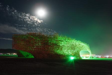 Instalación de Arne Quinze's quemándose. De http://www.dezeen.com