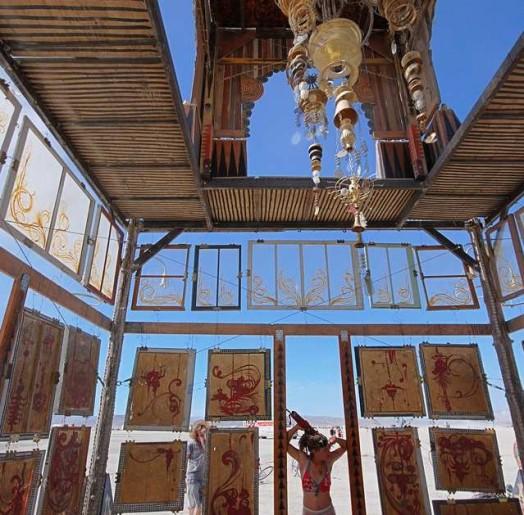 Templo de Basura Sagrada. 2008. Fotografía de Comfort and Joy.  playajoy.org