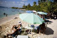 Las sombrillas de playa no eliminan toda la radiación solar