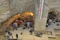 Encuentran zonas de habitación de neandertales que vivieron en el Abric Romaní hace 55.000 años