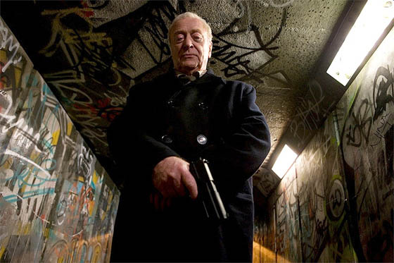 Michael Caine en el papel de Harry Brown