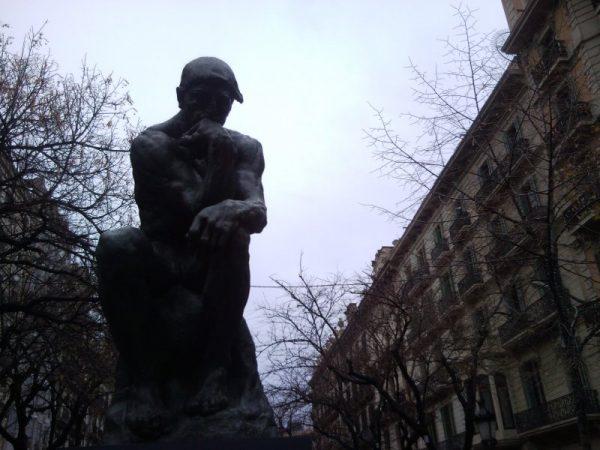 """Estatua """"El Pensador"""" de François-Auguste-René Rodin. Escultor Francés (1840-1917)."""