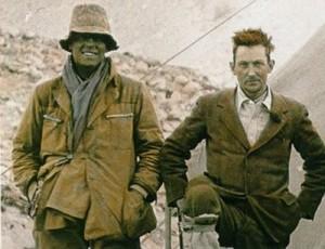 Foto: Andrew Irving y George Mallory en el campo base tibetano del Everest.