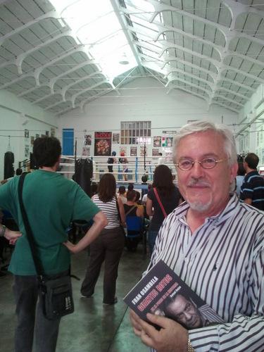 Presentación y firma del libro de Perico Fernández en el Gimnasio de López Bueno