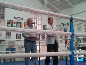 Sobre el ring-escenario, Joaquín Casanova y Fran Osambela