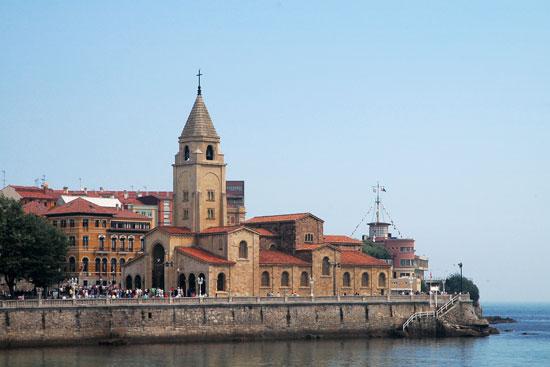 Ayer en Gijón, hoy en Oviedo