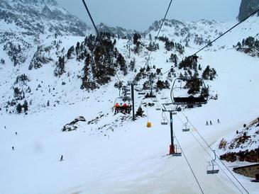 El-cambio-climatico-podria-provocar-perdidas-millonarias-en-las-estaciones-de-esqui-del-Pirineo_image365_