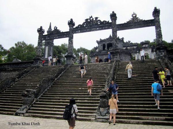 Escaleras de la tumba del emperador Khai Dinh