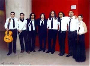 Enrique Amador 'Musi', con su grupo