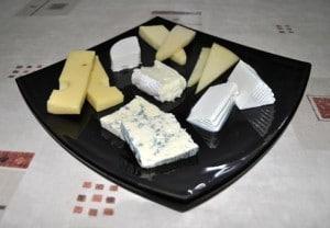 El estudio ha analizado durante más de un año muestras de 61 marcas comunes de quesos. / SINC