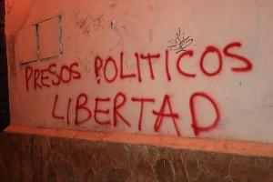 Toda dictadura, sea ésta manifiesta o encubierta, tiene sus presos políticos...Foto: bareknuckleyellow