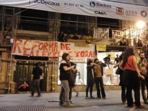 Momento de la concentración en Sol por una democracia real y contra la estafa global Foto: olgaberrios