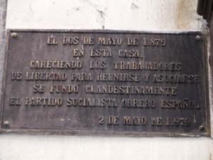 Placa conmemorativa fundación del PSOE en la Calle de Tetuán 12. Madrid.