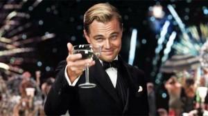 Leonardo DiCaprio interpretando a Jay Gatsby
