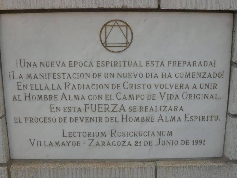 placa conmemorativa de la construcción. Escuela Internacional de la Rosacruz Áurea - Lectorium Rosicrucianum