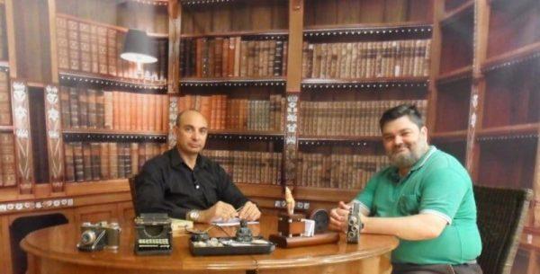 'El Lobo Estepario': Raúl Tristán (izda.) entrevista a Carlos Millán, de GozArte (dcha.) el pasado 18 de julio de 2013