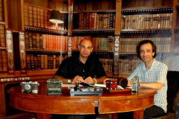 'El Lobo Estepario': Raúl Tristán (izda.) entrevista a Pedro Víctor Rodríguez, miembro de la Rosacruz Áurea (dcha.) el pasado 25 de julio de 2013