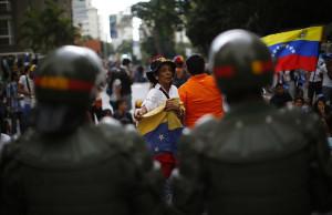 Venezuela reprimida lucha por la esperanza de su tricolor