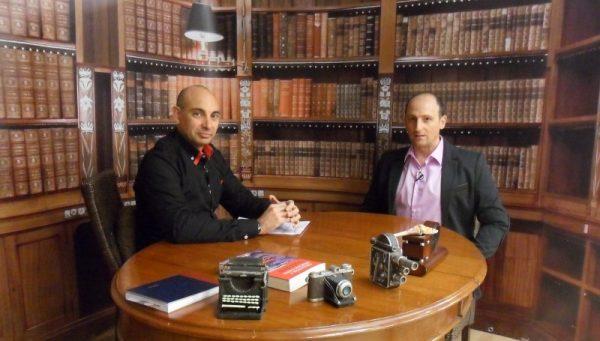 El Lobo Estepario. Raúl Tristán (izda.) entrevista a Luis Sanjuán (dcha.)