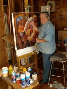 El artista Tomás Gondi en su estudio trabajando.