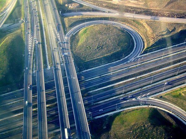 Las carreteras: un arma de doble filo