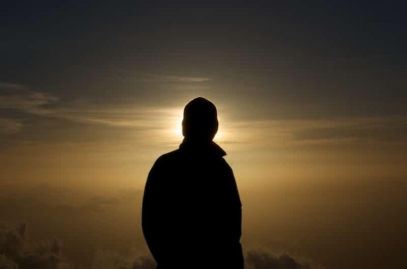 sol horizonte hombre