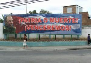1280px-Fidel_venceremos_Santiago_4175v