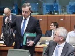 Mario-Draghi-llegada-reunion-eurogrupo_EDIIMA20150216_0719_7