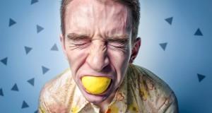 cara comer limón