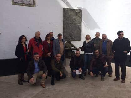 Miembros de la ACE Andalucía monumento Machado