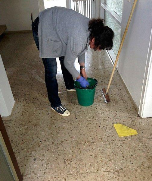 señora de la limpieza limpiadora
