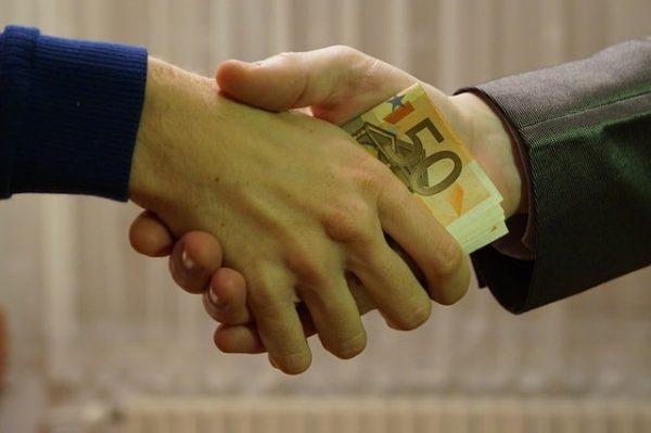 dinero manos