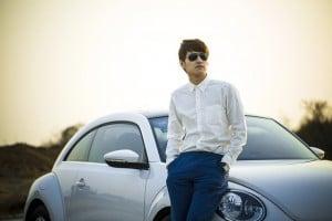 hombre coche
