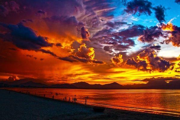 playa laguna orilla noche
