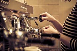 ¿Cómo mejorar la experiencia del cliente con la formación para baristas?